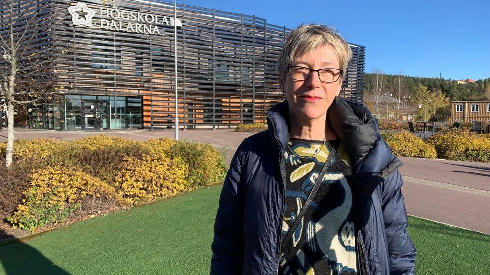 Kerstin Ahlberg, programansvarig för grundlärarprogrammet, utanför Högskolan Dalarna i Falun.