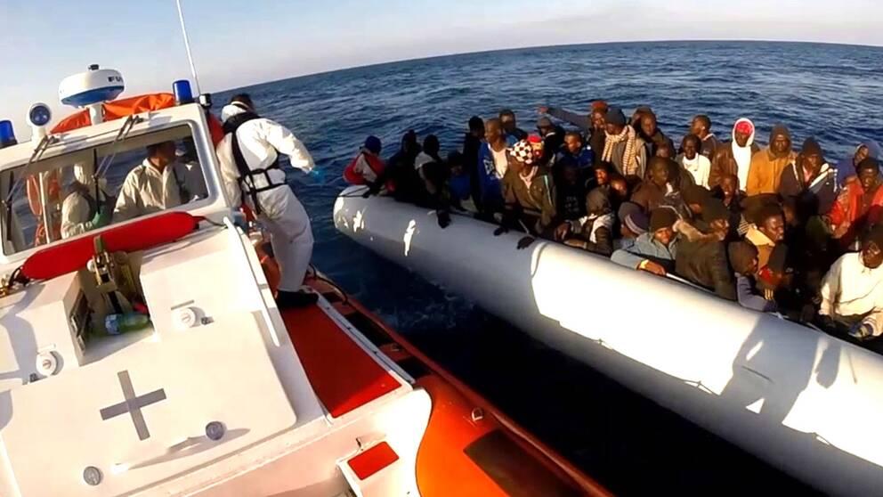Nu ska EU trippla sjöinsatsen Triton på Medelhavet, uppger Tysklands Angela Merkel.