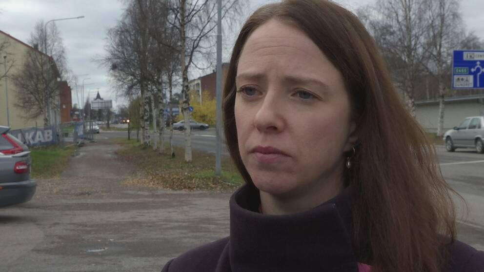 I bilden syns jämställdhetsminister Åsa Lindhagen från Miljöpartiet utomhus i Kiruna