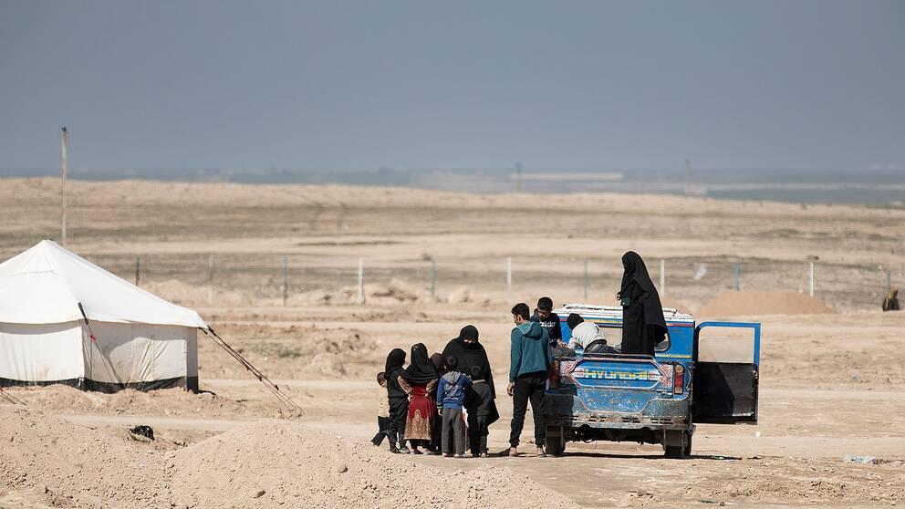 Personer i ett flyktingläger