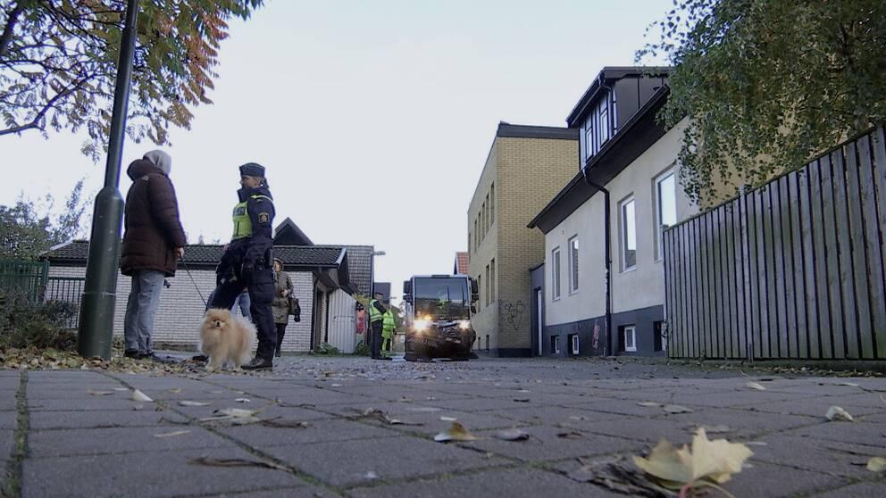 Polis och omkringboende på Södra Sofielund i Malmö