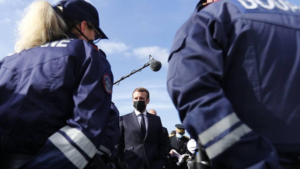 Macron besökte gränsen mellan Frankrike och Spanien på torsdagen.
