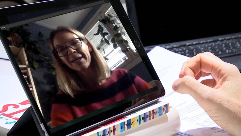 Elin Wihlborg digitaliseringsforskare på Linköpings universitet på en dataskärm