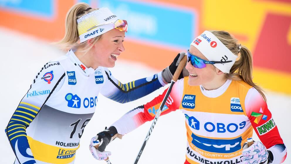 Frida Karlsson och Therese Johaug efter ett lopp i mars.
