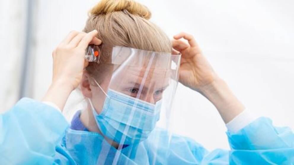 Det är stor skillnad mellan kommunernas beredskapslager av skyddsutrustning, som munskydd och visir. Arkivbild.