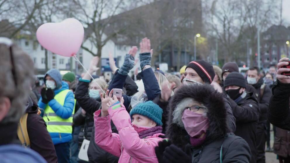I tyska Bochum kallar vissa demonstranter åtgärderna för fascistiska