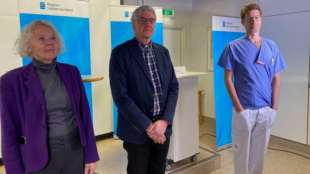 Sjukhusdirektör Lena Carlsson, smittskyddsläkare Hans Boman och överläkare Björn Lind.