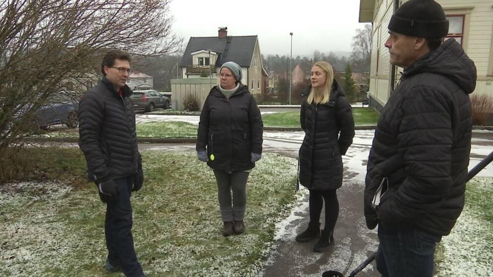 Johan Sundström, till vänster i bild, är en av föräldrarna som tagit initiativ till en namninsamling med krav på en folkomröstning om skolan.