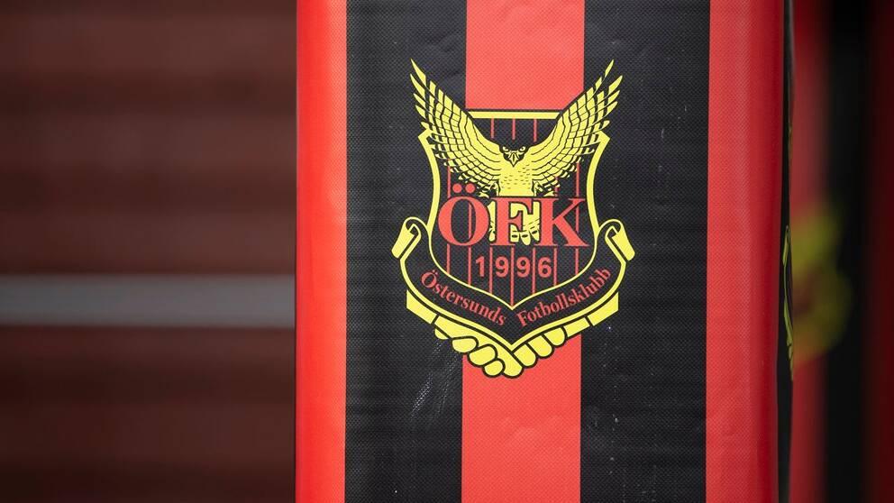 Bild på Östersunds fotbollsklubbs emblem, i gult, rött och svart.