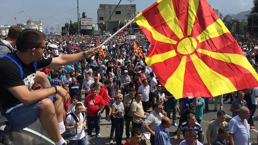 Över tiotusen demonstrerade i Makedoniens huvudstad Skopje.