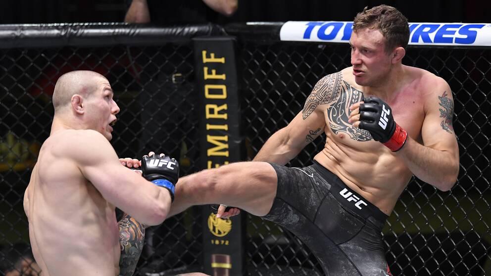 Jack Hermansson (höger) under UFC-matchen mot Marvin Vettori.