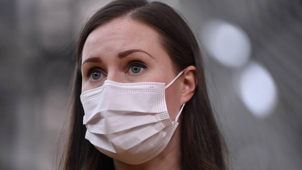 Porträttbild av Sanna Marin med munskydd.