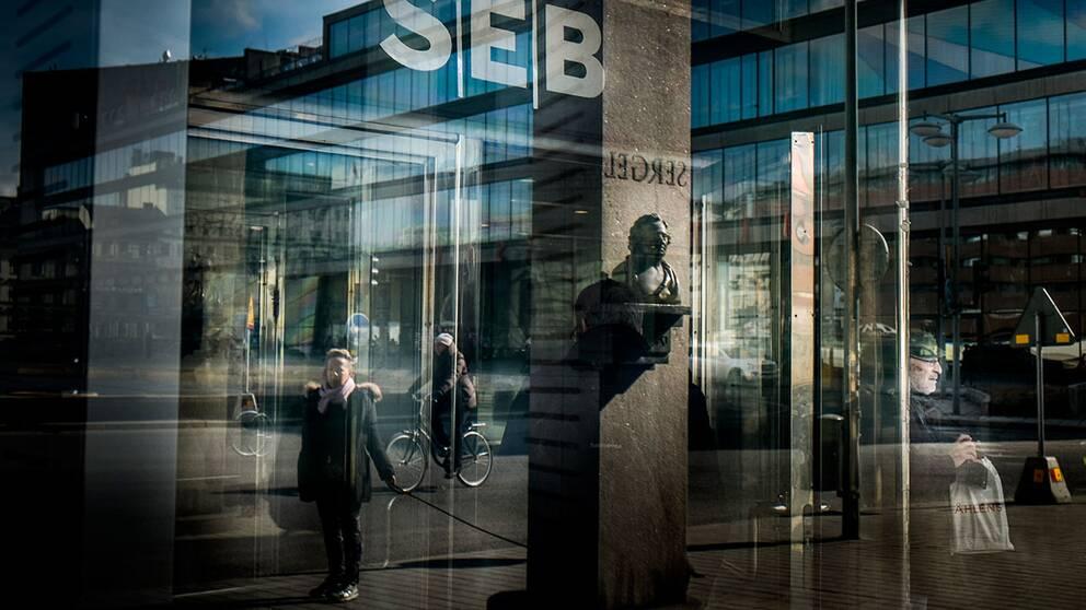 Det finns mycket pengar att tjäna på ditt sparande. SVT Nyheter har jämfört de fyra storbankernas bästa erbjudande på ett sparande som låses i tre månader – och där ser man att Nordea betalar fyra gånger mer i ränta jämfört med SEB som har bottenplaceringen.