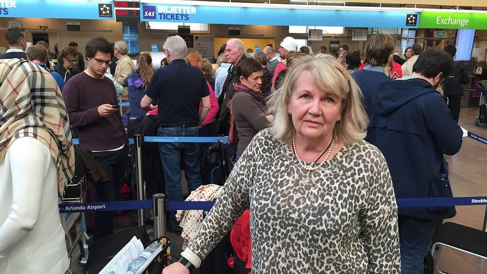 """Irja Mellåker Hedin från Stockholm skulle flyga till Marrakech för att fira silverbröllop – men när sällskapet kom till Arlanda fick de veta att deras plan var inställt. """"Informationen har varit jättedålig"""", säger hon."""