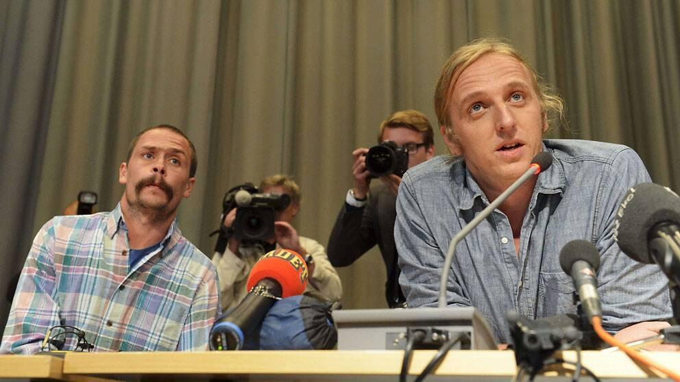 Journalisterna Johan Persson och Martin Schibbye på presskonferensen efter hemkomsten
