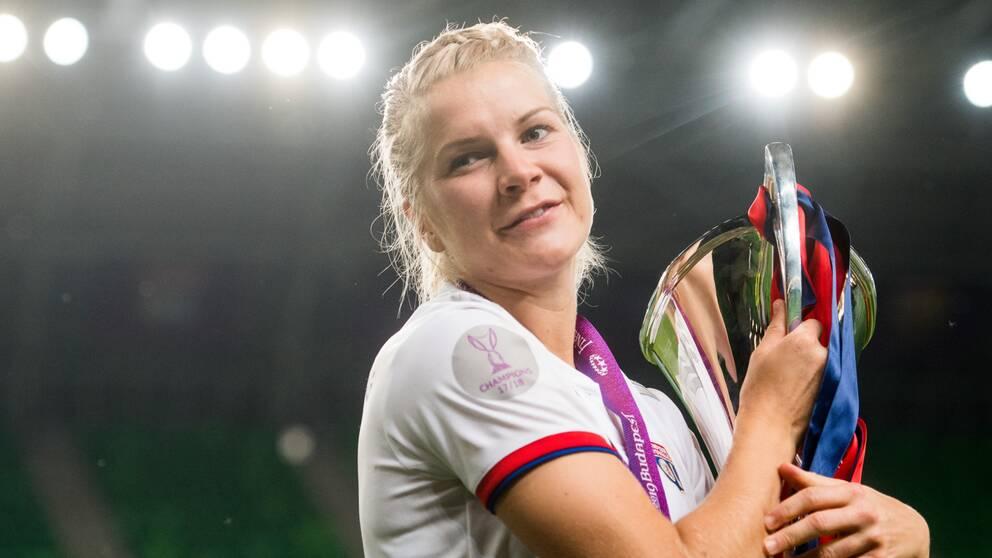 Ada Hegerberg förlänger med Lyon.