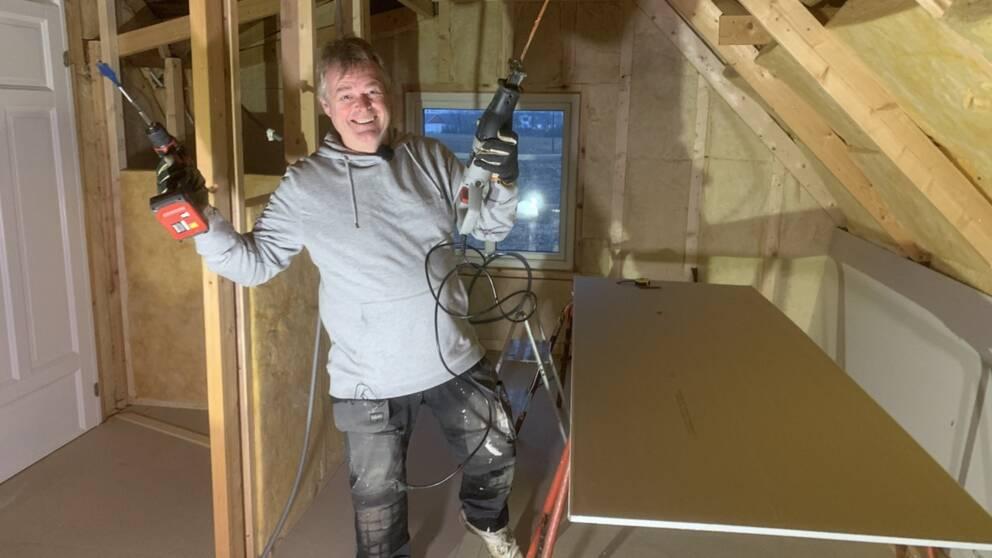 Patrik Gimfalk bor i Partille men har sitt relativt nyinköpta fritidshus i Morup utanför Falkenberg. Han köpte det tillsammans med sin fru på exekutiv auktion.