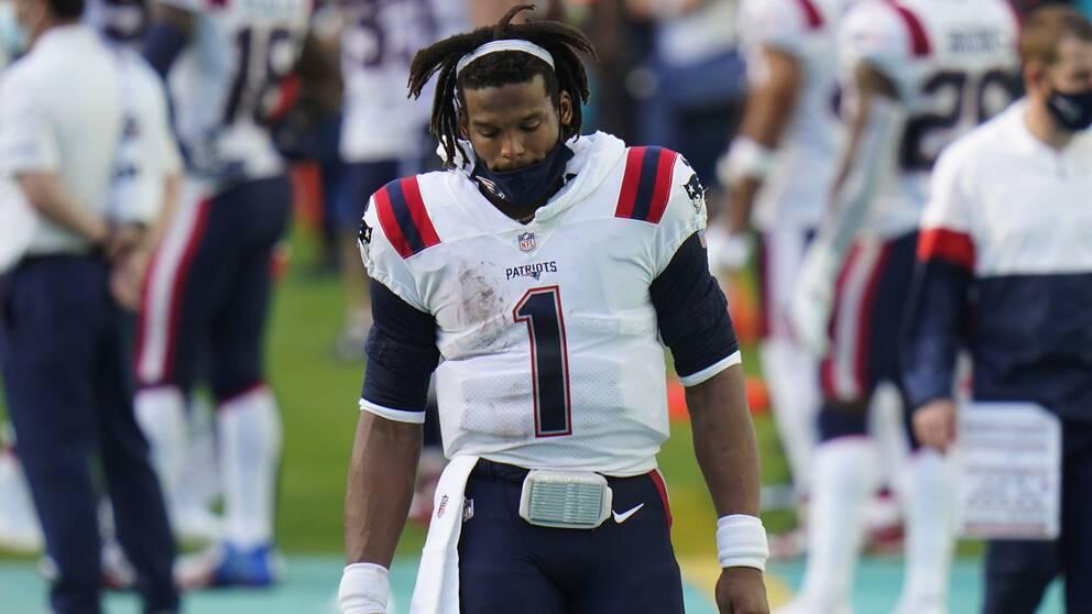 Patriots quarterback Cam Newton deppar.