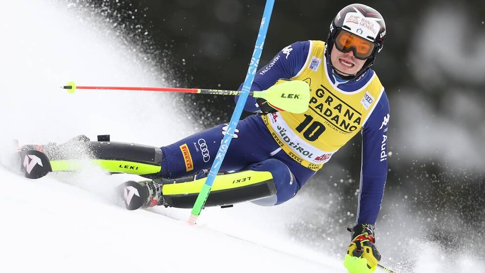 Italienaren Alex Vinatzer åker ner för backen i Alta Badia.