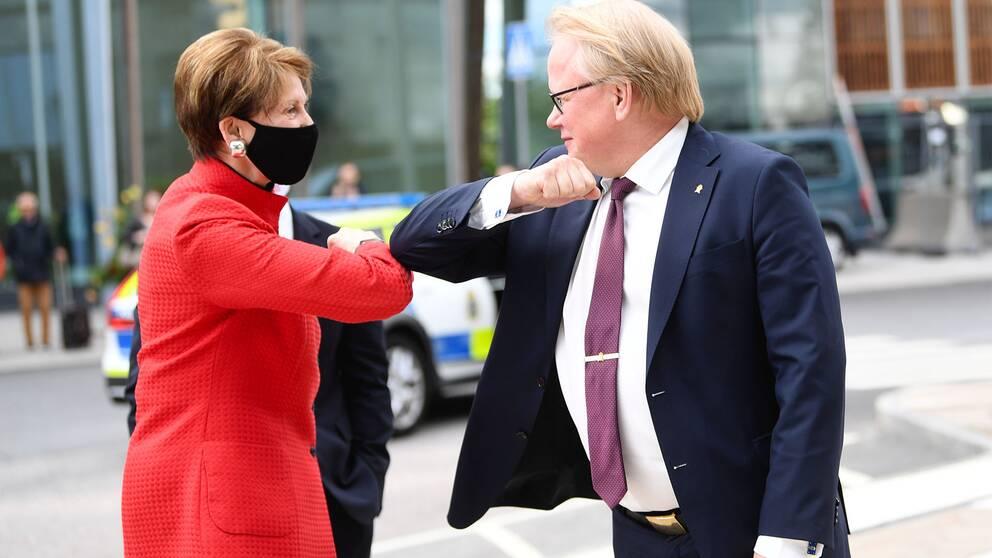 försvarsminister Peter Hultqvist på Barbara M Barett