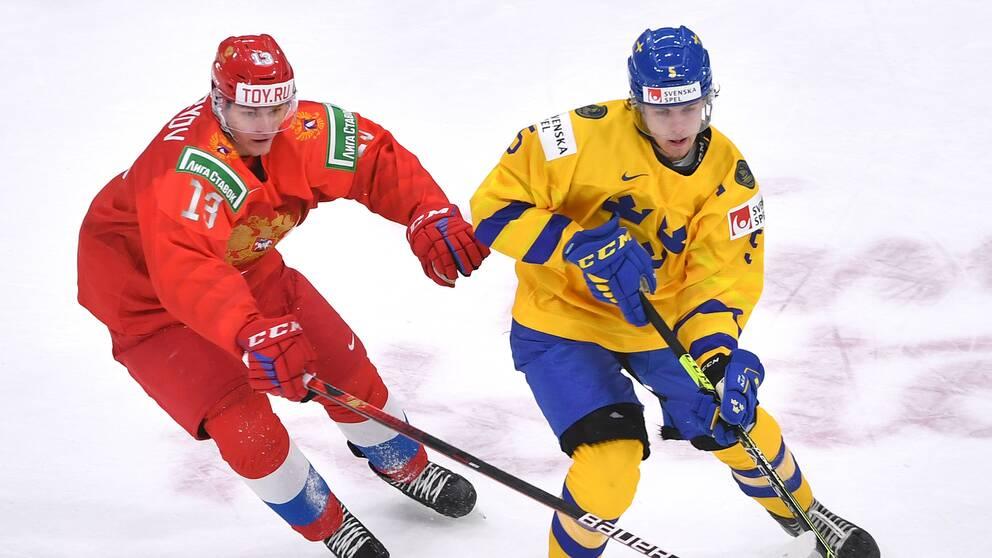 Juniorkronornas Philip Broberg under JVM-matchen mot Ryssland.