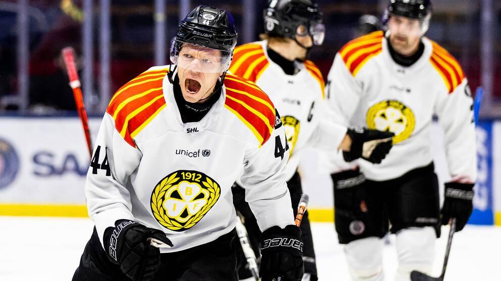 Brynäs Nicklas Danielsson jublar efter att han gjort 3-2 mot Linköping.