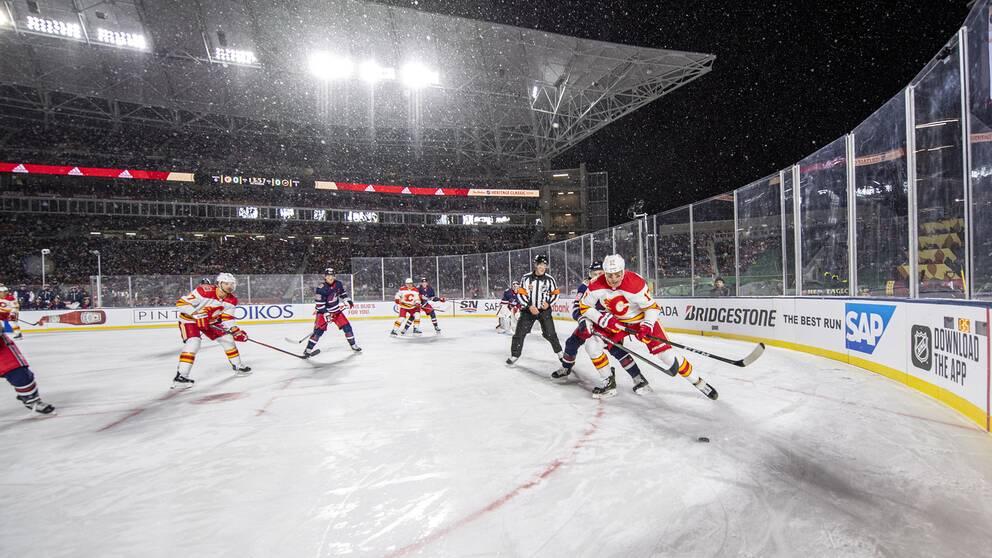 Så här brukar det se ut när NHL spelar utomhus. I år blir det spel på en golfbana. Arkivbild.