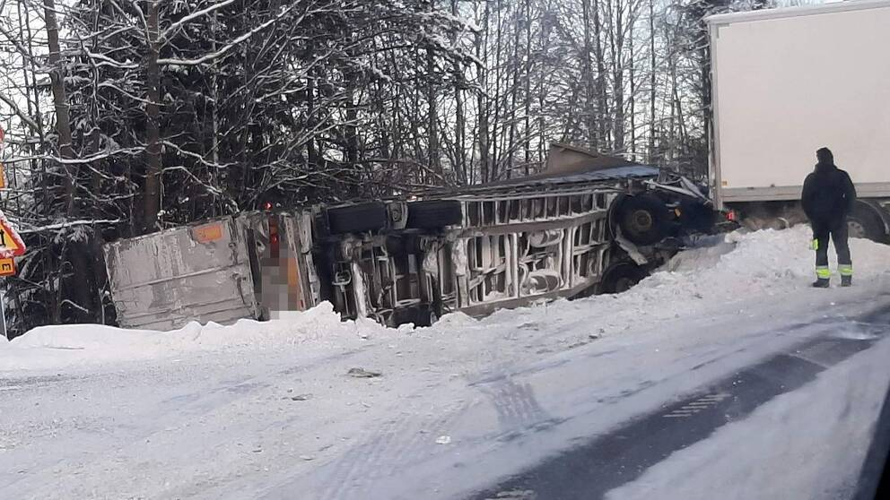 Olycka med långtradare på E14