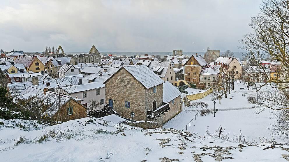 Så fick då även Gotland snö. Snöbyar, blåsigt och kallt hela fredagen. Panorama över Visb.y