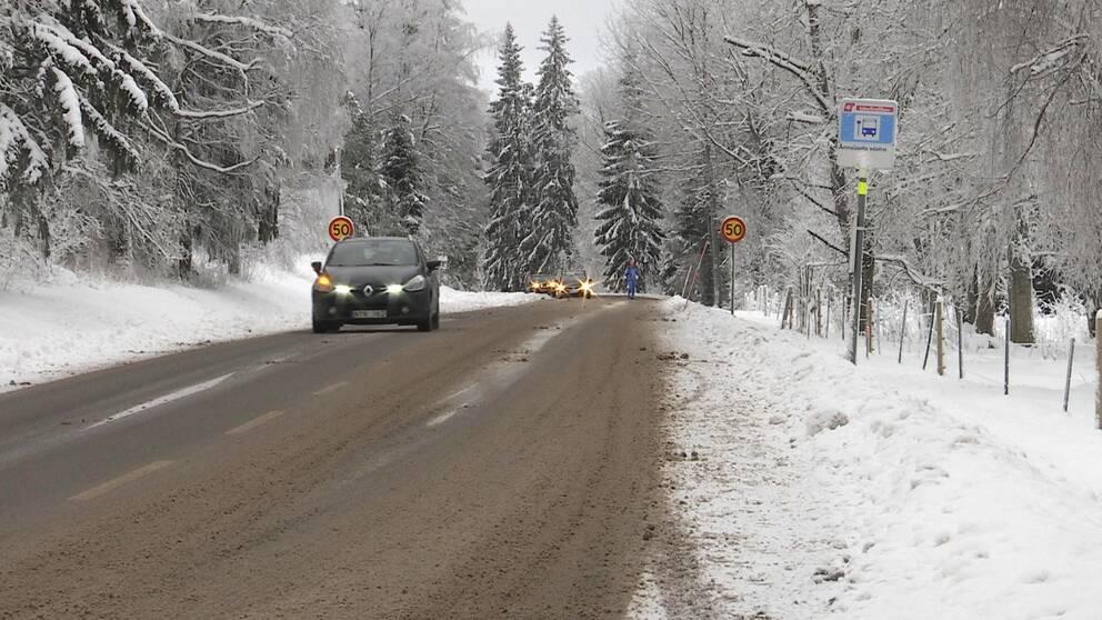 Trafik på väg upp mot parkeringen i Ånnaboda, strax utanför Örebro.