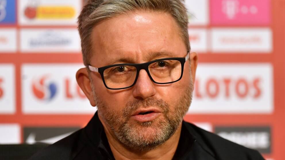 Jerzy Brzeczek har fått sparken från jobbet som Polens förbundskapten.