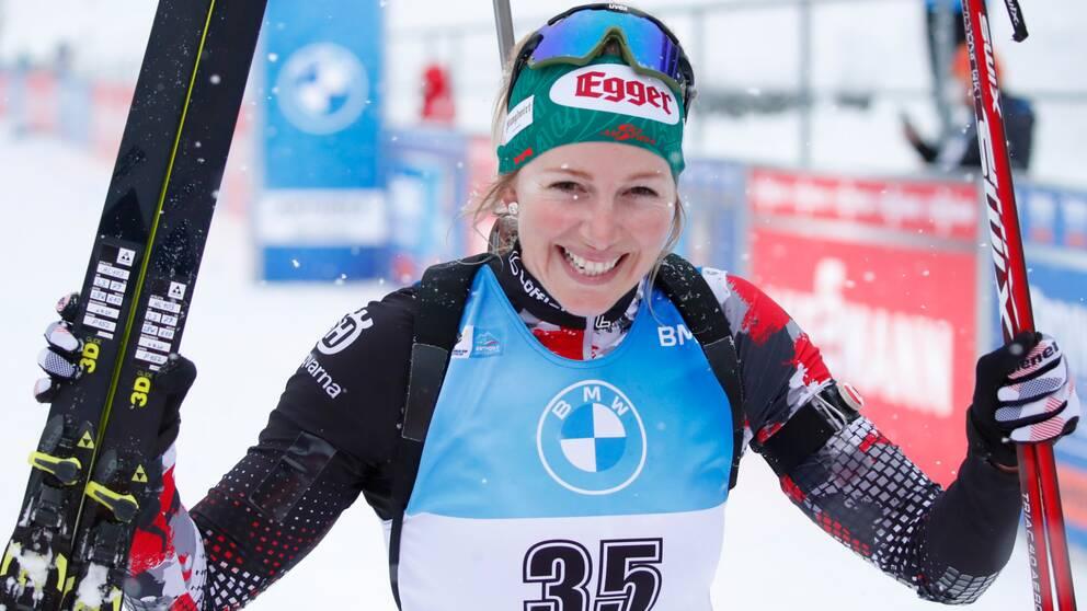 Lisa Theresa Hauser jublar efter första segern i världscupen.