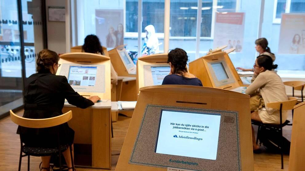 Bland de som flyr till Sverige nu är det många högutbildade som vill ha jobb.