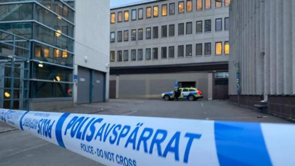 Område kring tidningen VLTs hus har spärrats av av polisen.