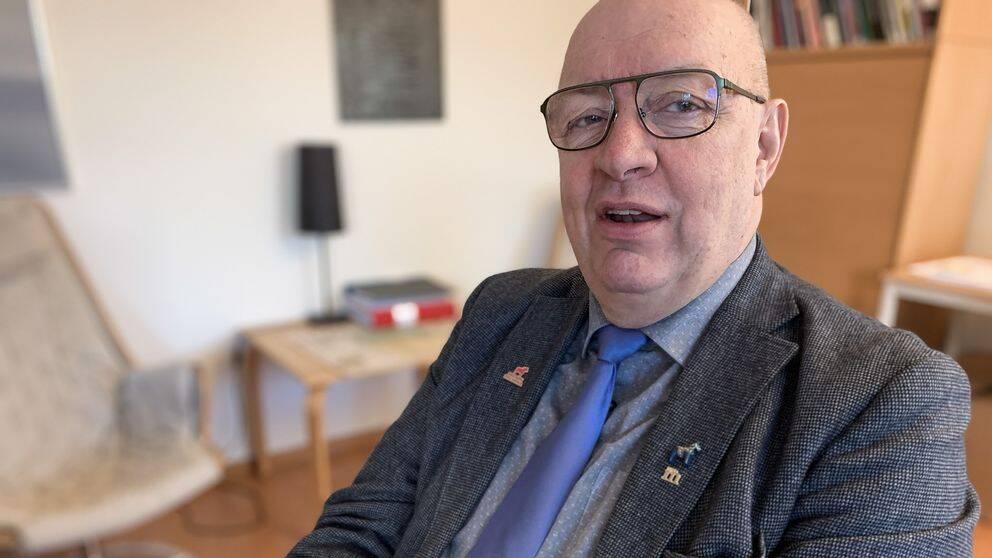 Närbild på Ulf Berg inomhus