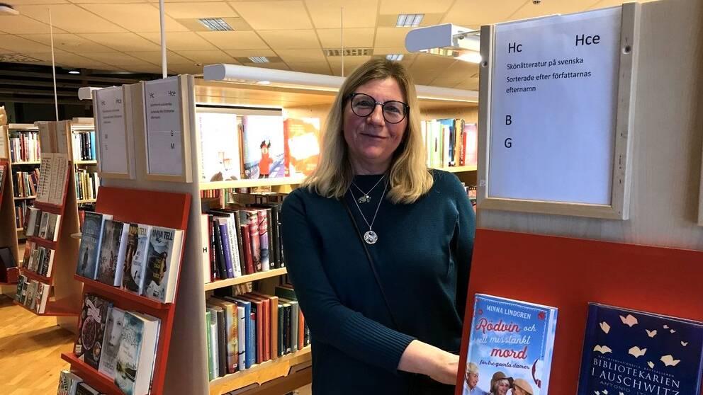 I klippet berättar biblioteksassistenten Maritha Bjureld och besökaren Siw Einarsson om vilken betydelse biblioteket i Molkom har.