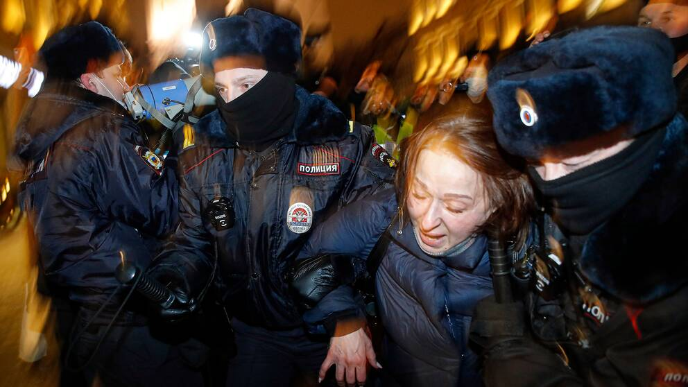 En av runt tusen Navalnyj-anhängare som greps i Moskva under tisdagen.