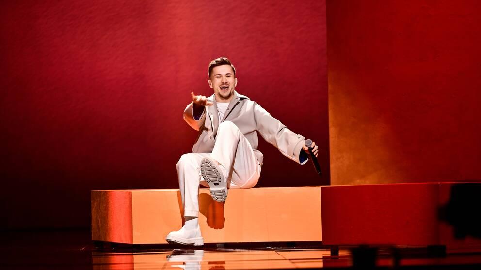 """""""Det känns väldigt tufft"""", säger Paul Rey om att vara ifrån nyfödda dottern som hans bidrag handlar om i Melodifestivalen."""