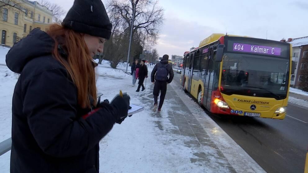 Ungefär var femte av de bussresenärer som SVT Nyheter Småland räknade under morgonrusningen hade munskydd på sig.