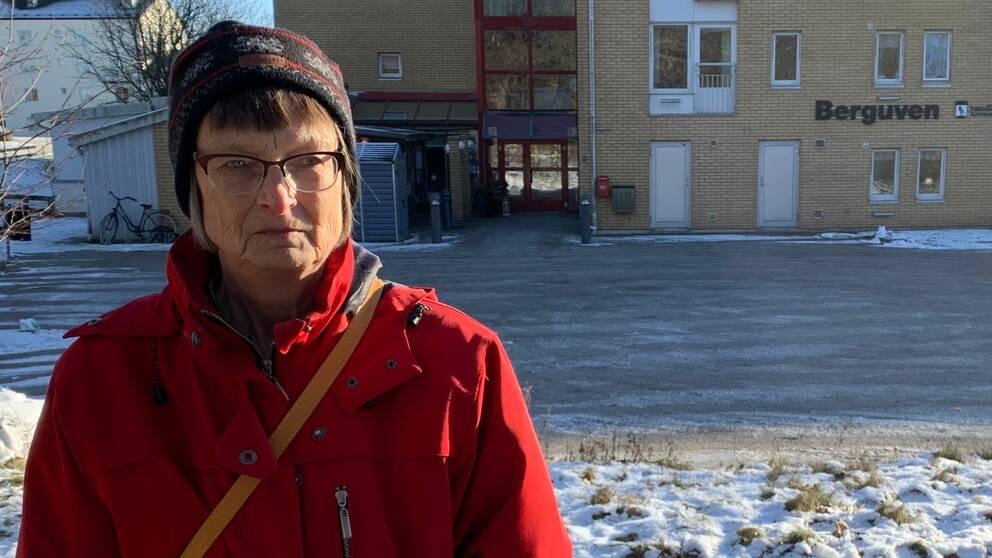 Laila Alnestål framför äldreboende.