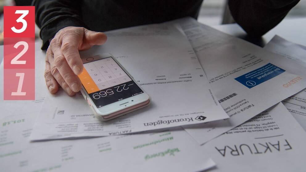 1-2-3 lista om tips, mobil på en hög av räkningar