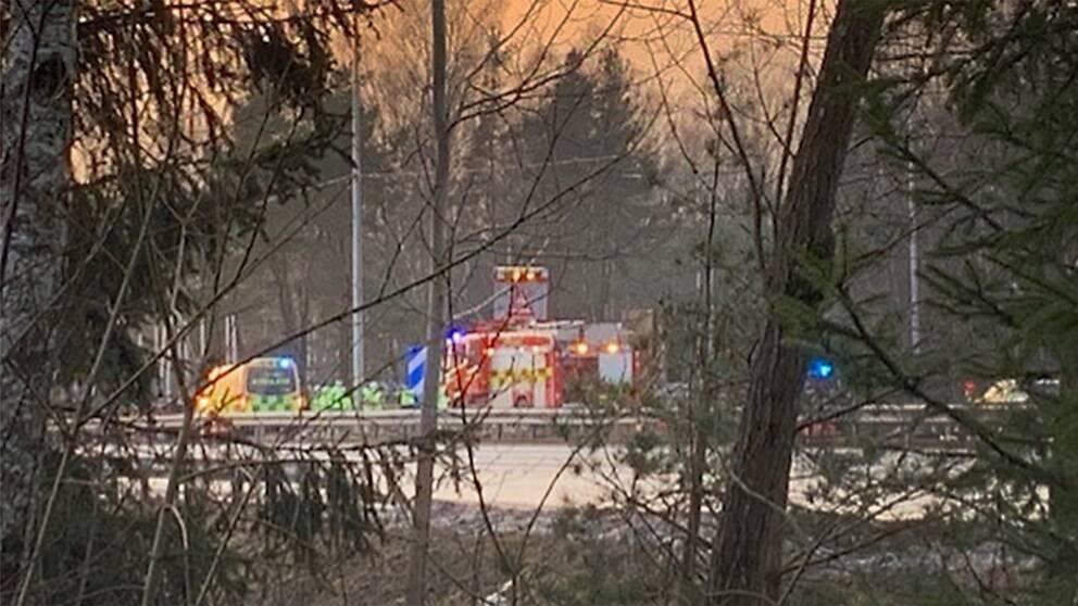 Olyckan inträffade på E18 vid Bergmotet i Karlstad under måndagseftermiddagen.