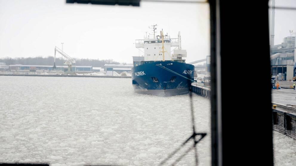 Isbrytning krävs för att Västerås och Köpings hamn ska fungera på vintern.