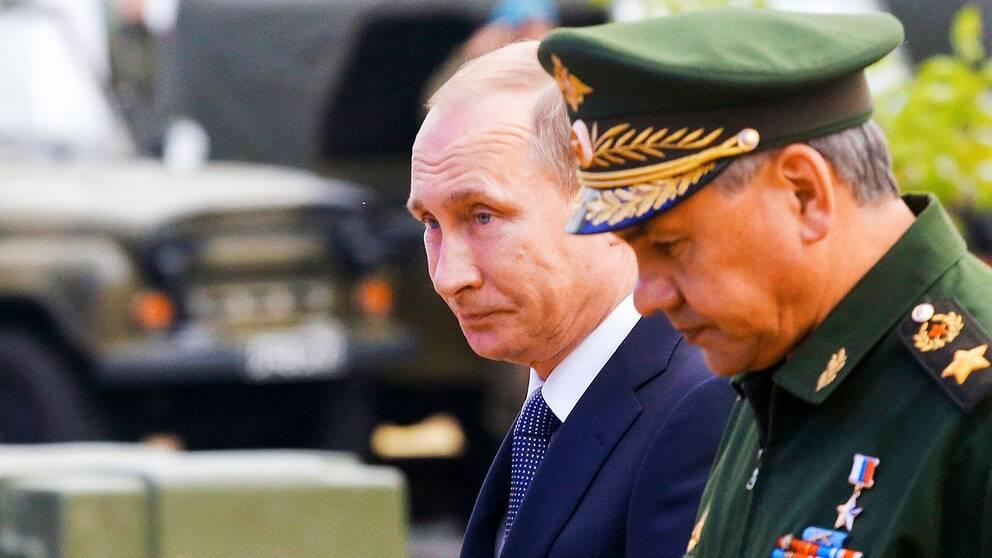 Vladimir Putin vid vapenmässan under tisdagen.