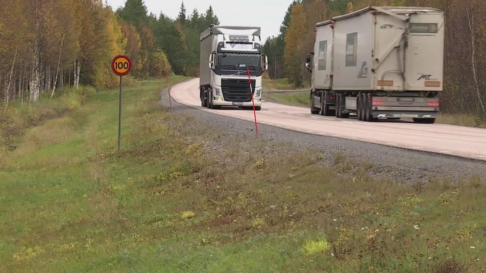 Ext långtradare på väg E10 Norrbotten