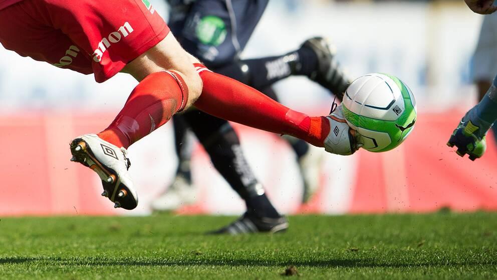 Fotbollspelare friad i tingsratt efter tackling