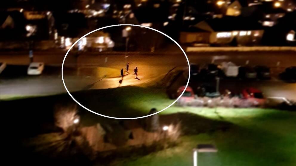 Misstänkta Korstamördarna flyr från platsen.