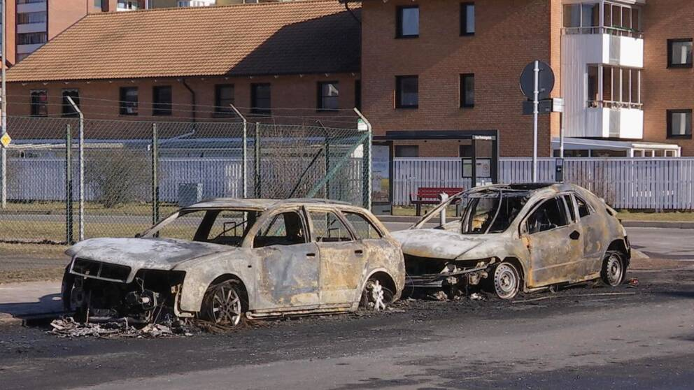 Två bil förstörda i brand på Planteringen
