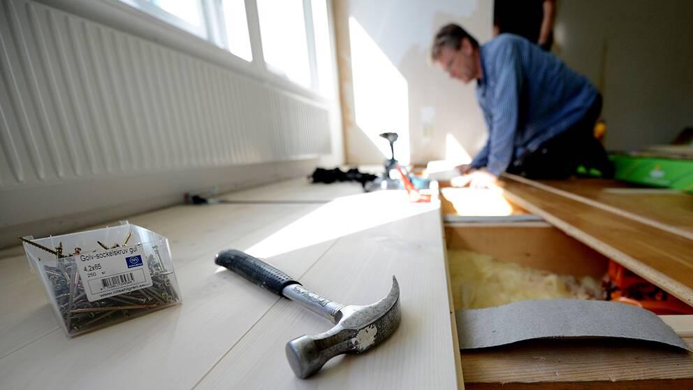 Tusentals hemmafixare skadar sig när de renoverar själva hemma, och det är mest män i medelåldern som råkar illa ut.