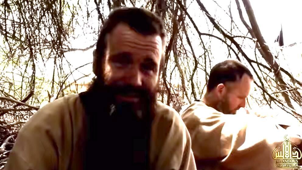 En ny video kan man nu se Johan Gustafsson, som kidnappades i Mali 2011. I videon vädjar Gustafsson till den svenska regeringen om hjälp.